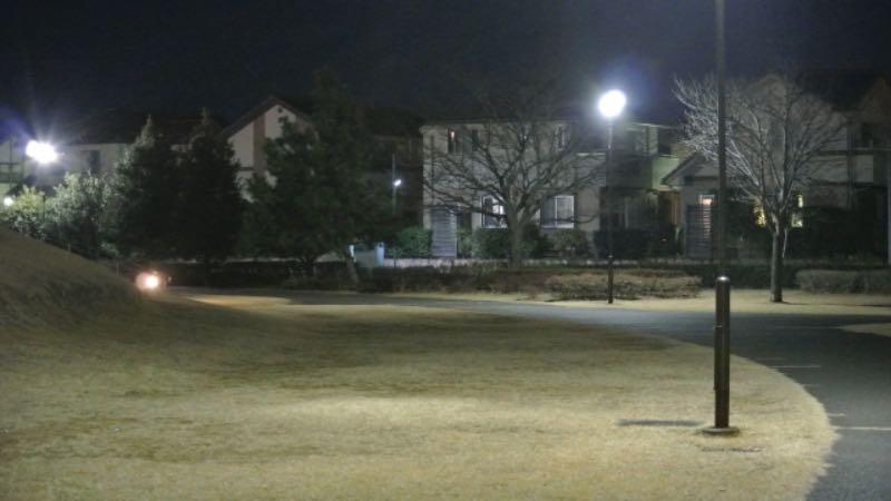 夜のジョギングにライトがあると安心感が違う