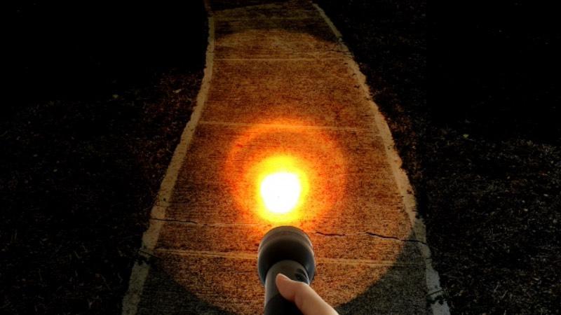 足元を照らして危険を知る